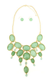 Gorgeous Oval Jeweled Bold Statement Necklace-Mint Green