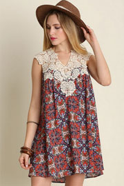 Sleeveless Boho Print Dress with Lace Neck Detail-Coral & Navy