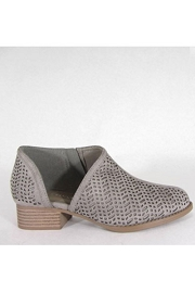 Textured Closed Toe Faux Suede Side Cutout Flats-Grey