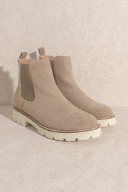Chelsea Ankle Boots with Lug Sole-Latte Brown
