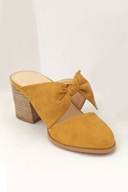 Closed Toe Bow Shoes with Stacked Leather Low Heel-Mustard