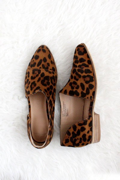 FLASH DEAL! ENDS SOON - Closed Toe Faux Suede Side Cutout Leopard Print Flats-Leopard Print ( SIZE 6, 6.5)